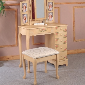 030V Hand Painted Vanity & Stool - Ivory hand painted vanity with stool<br><br>Matching stool with upholstered seat<br><br>