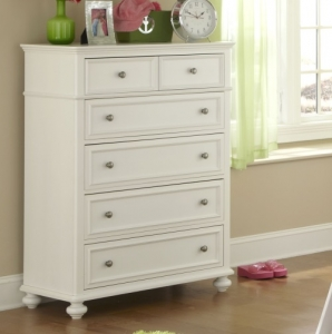 025CH Drawer Chest  - Offers 5 storage drawers (a large top drawer gives the appearance of 2 drawers)<BR><BR> Framed drawers, waist molding, and bun feet add simple detailing to this timeless style.<BR><bR>