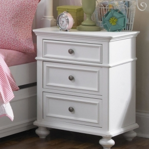 089NS Nightstand - English dovetail joinery in drawer fronts with lap joint backs and finished drawer interiors.<br><Br>Drawers open easily on metal, side mounted, ball bearing drawer guides with built-in stops for added safety.<br><Br>