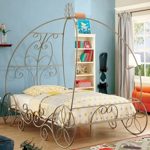 1046FMB Carriage Bed Full Size - Available in Twin Size<br><Br>Meticulously Carved Headboard<Br><Br>Sturdy Metal Construction<br><Br>Floral Accents on Wheel Base<br><br>