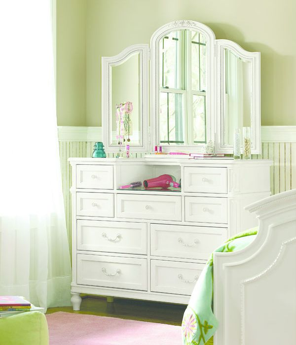 0416 Lace Dressing Chest