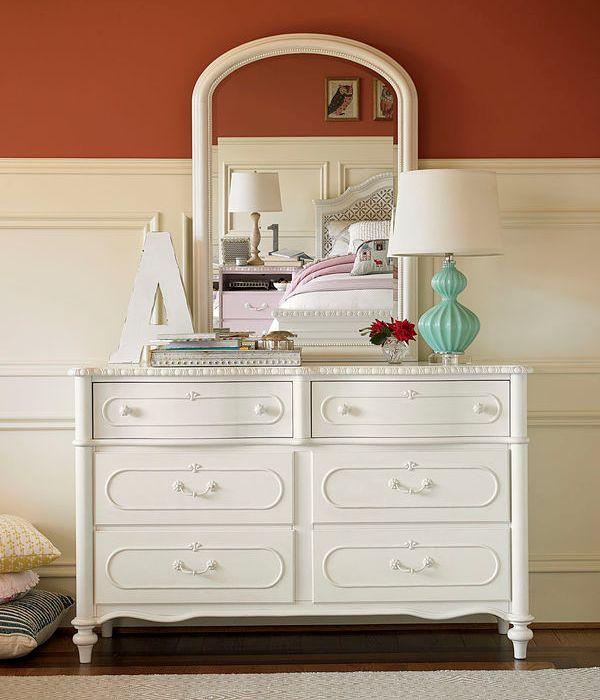 0512 Daisy White Dresser
