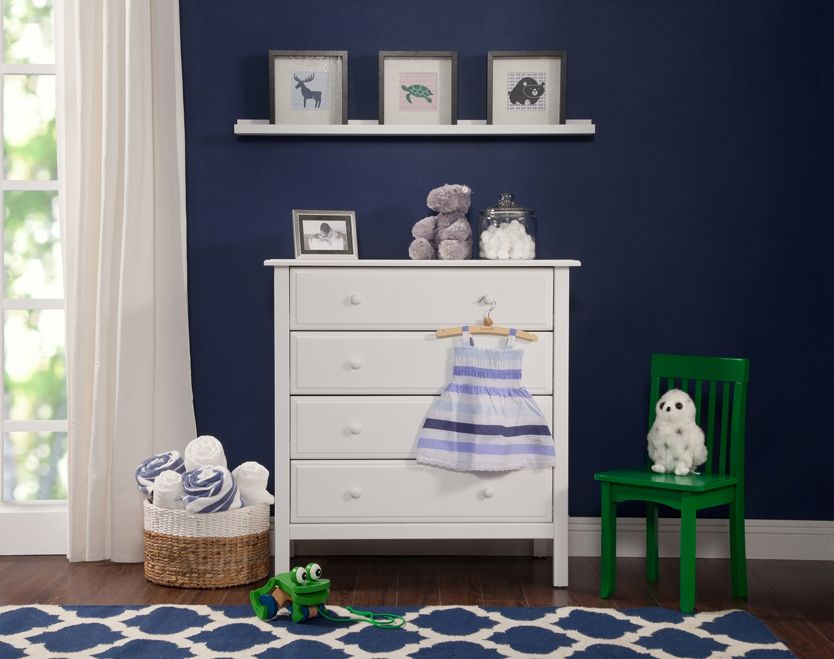 0546 Sophisticated 4 Drawer Dresser